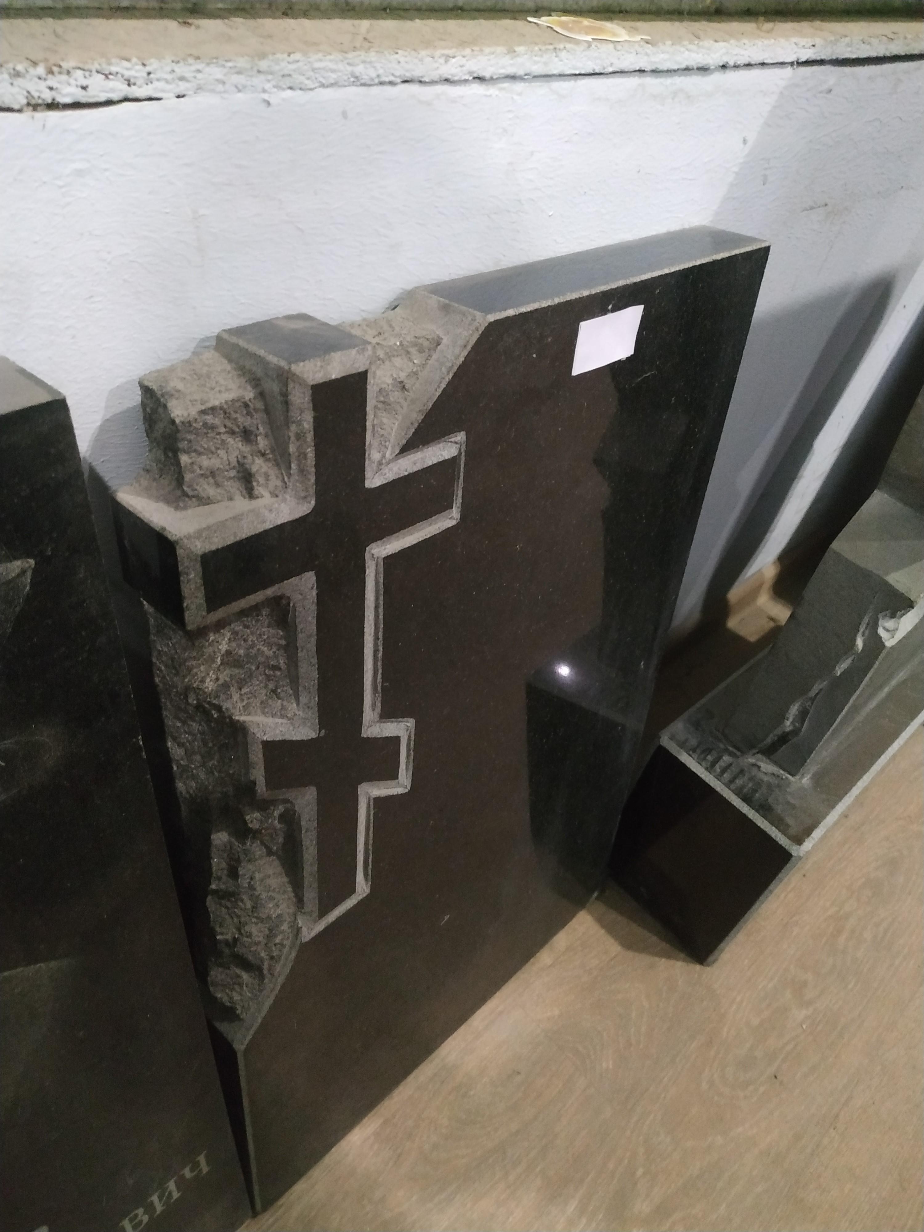 Памятник гранитный в Алуште